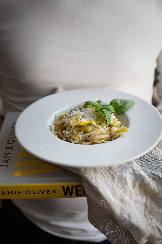 Jamie Oliver Wege I Carbonara W Wersji Wegetarianskiej White Plate